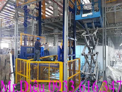 lắp đặt thang nâng hàng thủy lực 2000kg