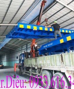 cau lay hang tren container