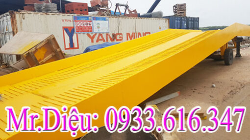 cau lay hang container